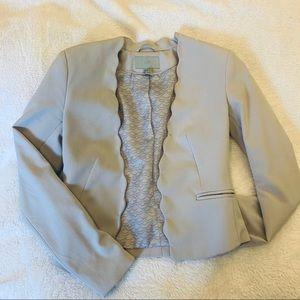 (4) Off-White Scallop Blazer